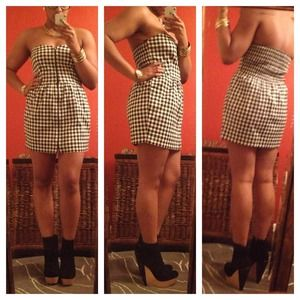 Dresses & Skirts - Adorable black & white strapless gingham dress