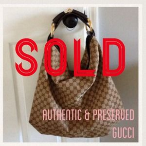 Gucci Handbags - Well preserved authentic Gucci Horsebit Hobo