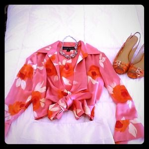 🌺🌺 HOST PICK  Silk Floral Blouse 🌺HOLD for Amy
