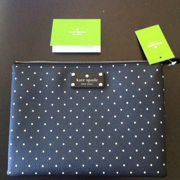 kate spade Clutches & Wallets - 🎉HP 2/27‼️🎉Kate Spade Blk/White Polka Dot clutch