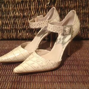 Michael Kors Shoes - NWT Cream Snakeskin Michael Kors Pumps
