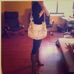 Handbags - ✨SALE✨Gorgeous cream purse!!