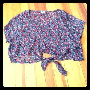 Floral cropped shirt with tie