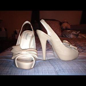 Shoe Dazzle nude heels