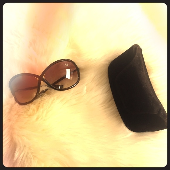 49df7292570 Tom Ford classic Whitney Sunglasses dark brown. M 58975f388f0fc4ef13081912.  Other Accessories ...
