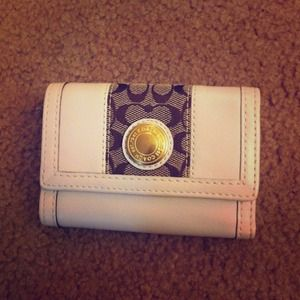 ⭐NWT Coach white trifold wallet ⭐