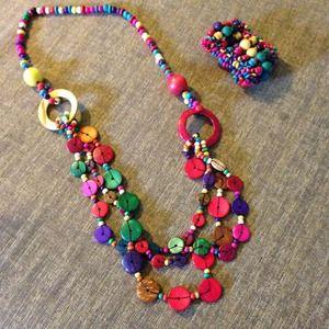 Bold colored Island Necklace and bracelet set.