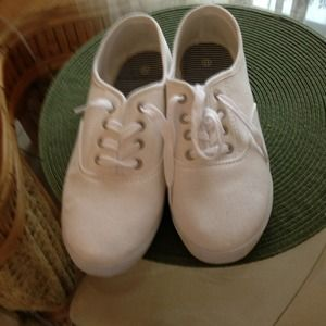 Shoes - White canvas tennis shoes