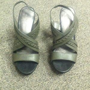 Wedge heel size 8