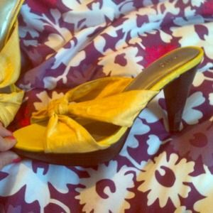 Yellow heels :) perfect for springtime! Size 7
