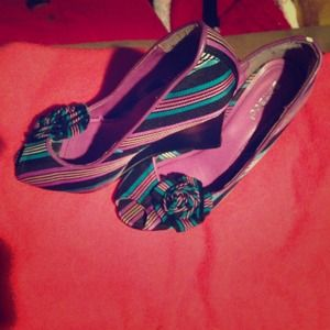 Striped wedge shoes by Bamboo