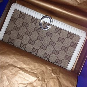 AUTHENTIC GUCCI CONTINENTAL WALLET.