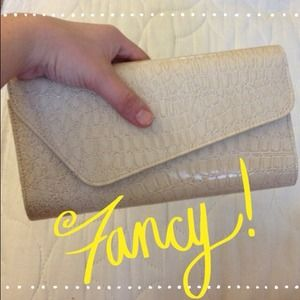 ❤Cream faux croc skin clutch