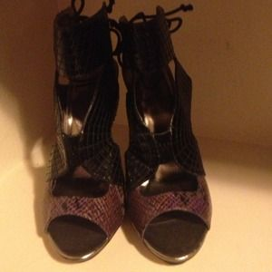Black and purple faux snakeskin tie up pumps