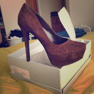 Jessica Simpson Brown Suede Waleo Pumps