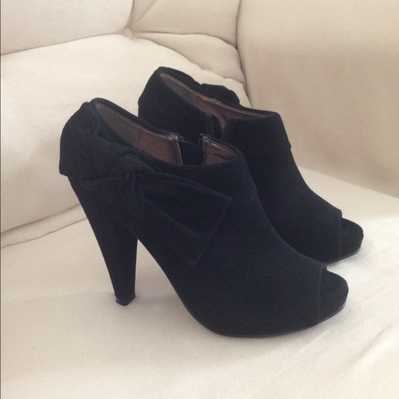 Steve Madden Shoes   Black Bow Booties