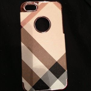 quality design 28d71 0c4a0 CHANEL Accessories | New Quilted Pink And Silver Iphone 5 Case ...