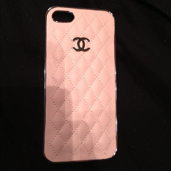 best website 47724 70b50 New quilted pink and silver Chanel iPhone 5 case