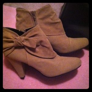 Boots - 💗SOLD💗 Tan ankle boots
