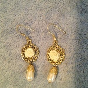 Jewelry - Drop earrings.
