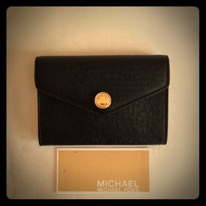 SOLD!!!! 👏👏💞💘💘Michael Kors Card Holder