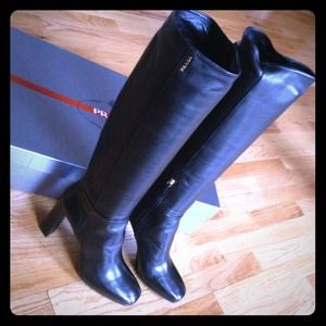 Host PickAuthentic Prada boots