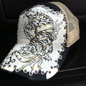 Bullzeye trucker hat