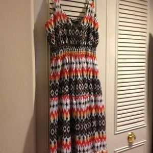 Super cute maxi summer dress (L)only worn once.
