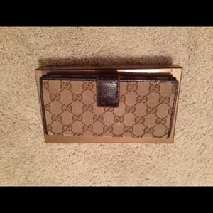 Just reduced!!Gucci continental wallet
