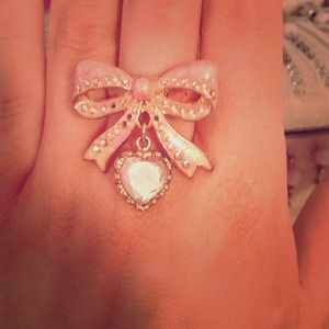 Betsey Johnson bow ring with dangle stone