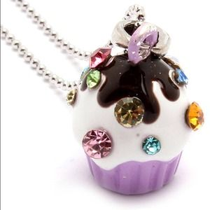 Jewelry - Cupcake necklace.
