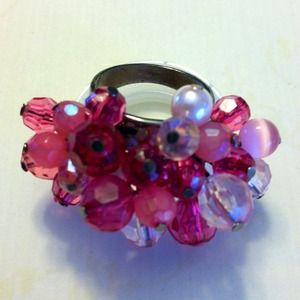 Jewelry - REDUCED⬇Shades of pink beaded cocktail ring