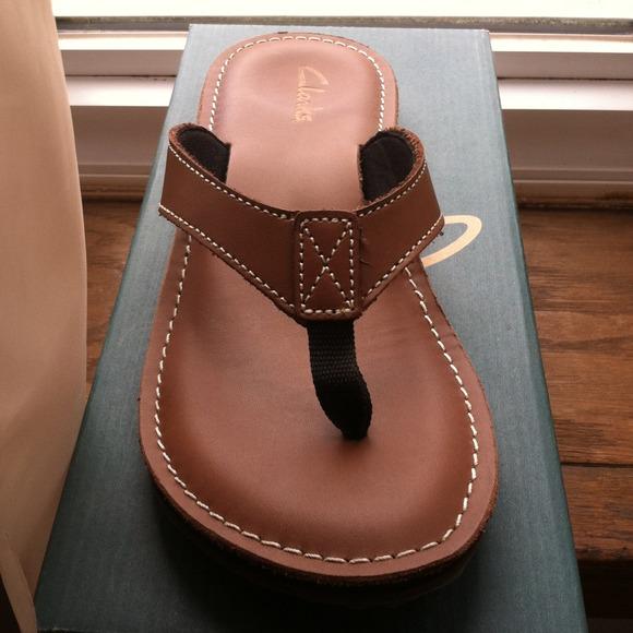 clarks roxanna flip flops