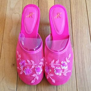 Kitten heel Fuschia slippers