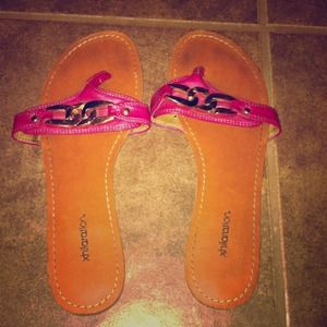 Xhilaration Size 8.5 Magenta Sandals