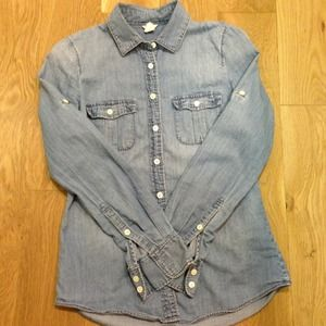 ✨Reduced J. Crew Chambray Button Up