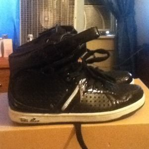 Shoes - Black sneaker with zipper design