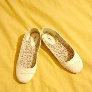 Shoes - Summer flats NWOT