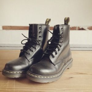 Dr. Martens Shoes - Black Size 6 Doc Martens 1
