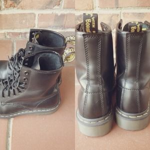 Dr. Martens Shoes - Black Size 6 Doc Martens 2