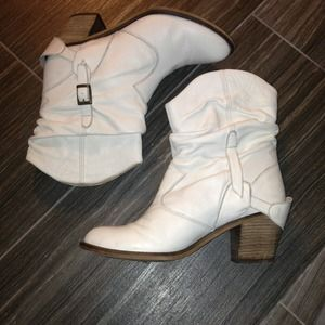 Topshop Boots - ❌SOLD❌TOPSHOP white vintage-like booties