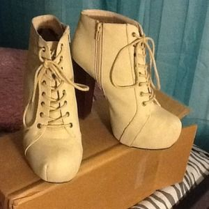 Shoes - Taupe laced up boots