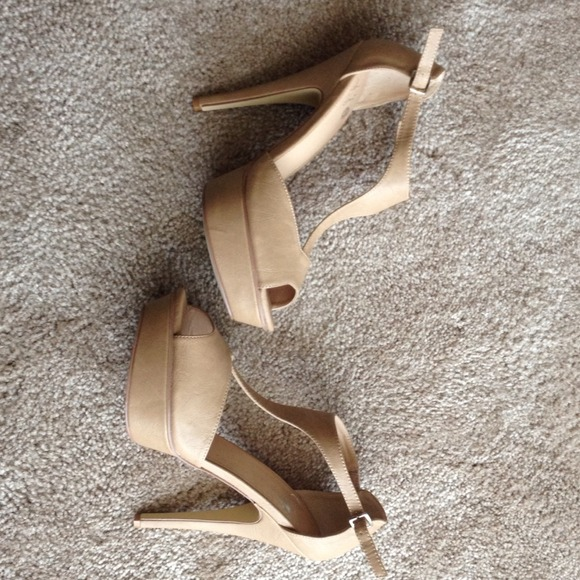 Colin Stuart Shoes - **SOLD**Colin Stuart sandals/Tan/Nude/