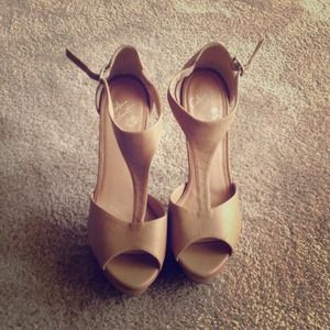 **SOLD**Colin Stuart sandals/Tan/Nude/