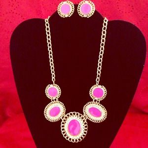 Jewelry - Pink n gold necklace set