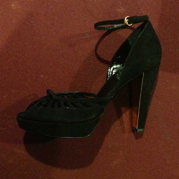 63 off gucci shoes brand new gucci peep toe platform