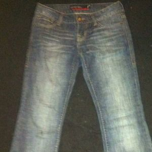 Women's SZ.5/7 low rise , boot cut jeans cute fit