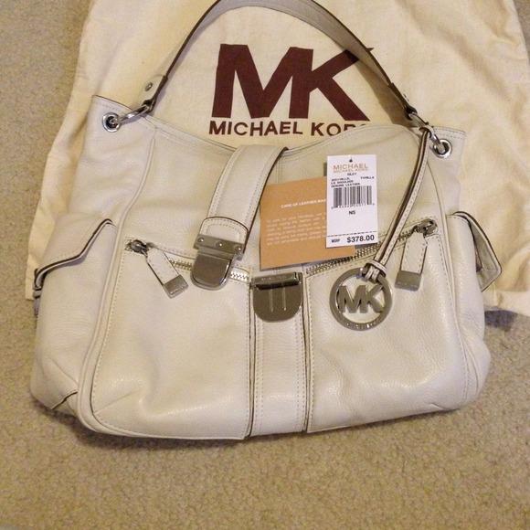 Купить Женскую светло-розовую сумку CHANEL Medium