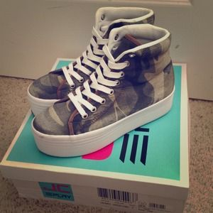 Jeffrey Campbell JC Play HOMG Camo