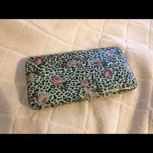 reducedRose pattern wallet.